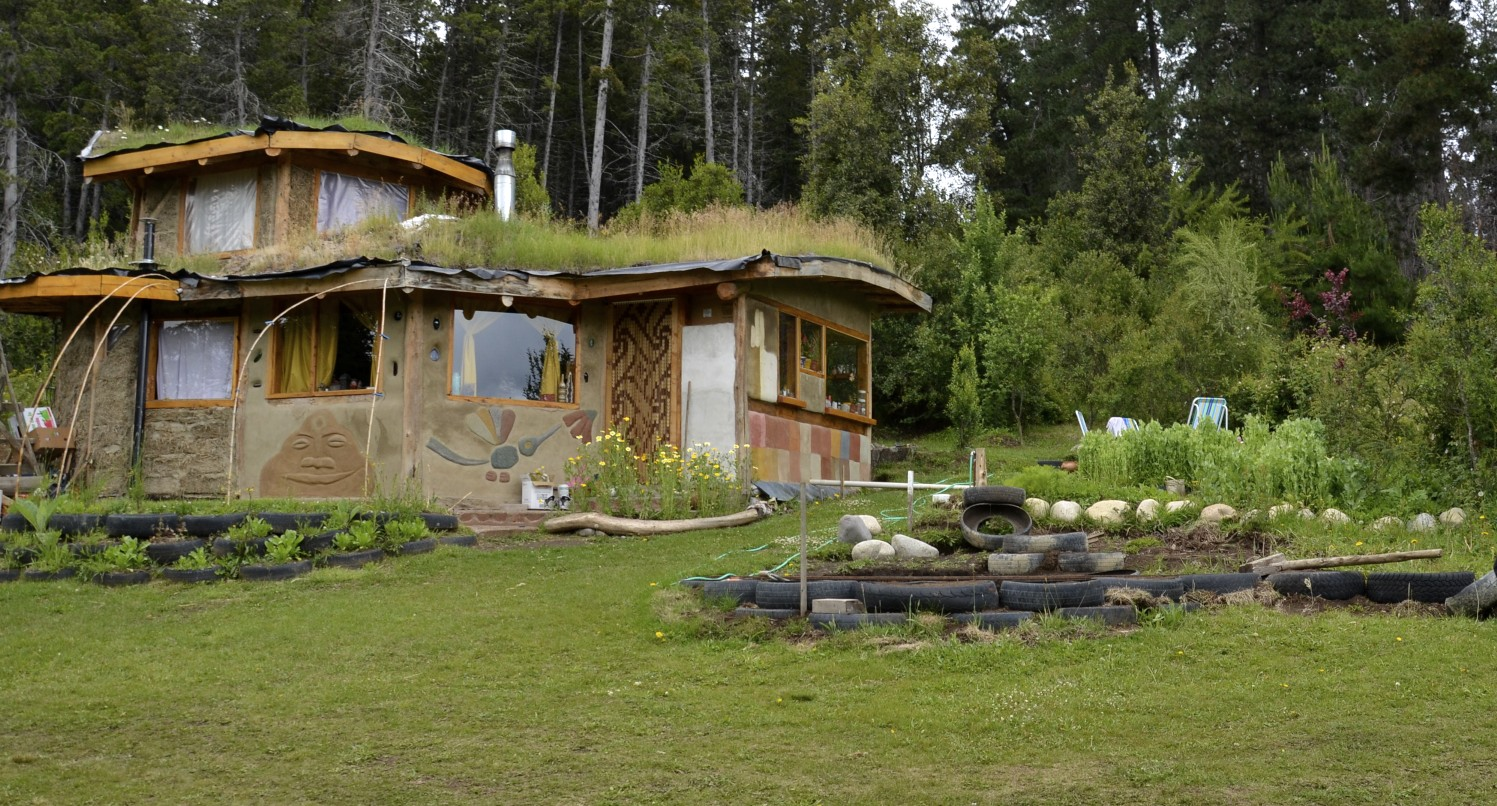 Natural building in el bols n a permaculture design for Holistic house