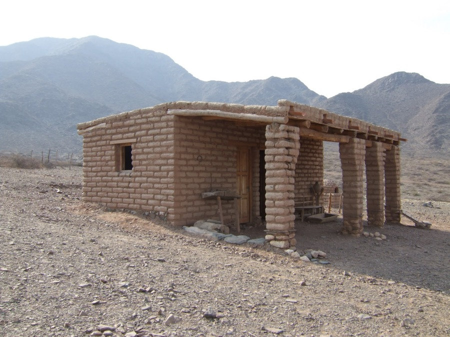Casa de adobe in northern argentina a permaculture for Casa design manzano
